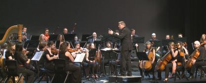 Dr Steven Stanke conducts the Symphony Central Coast Orchestra